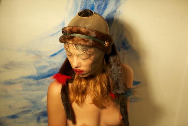 Fascia in pelliccia, pellame, occhielli di metallo    Headband made of fur, leather, metal eyelets
