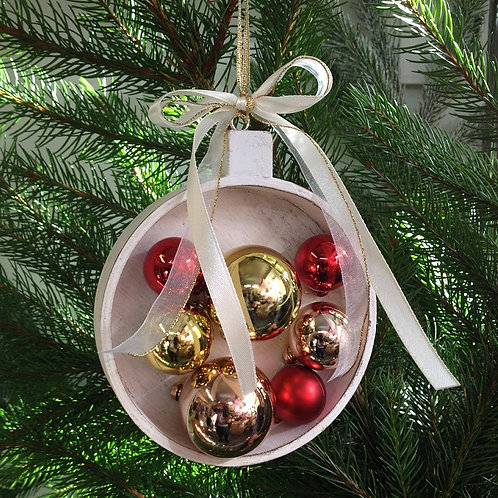 WOODEN BAUBLE WITH MINI BAUBLES