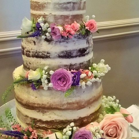 Pretty Wedding Cake Flowers