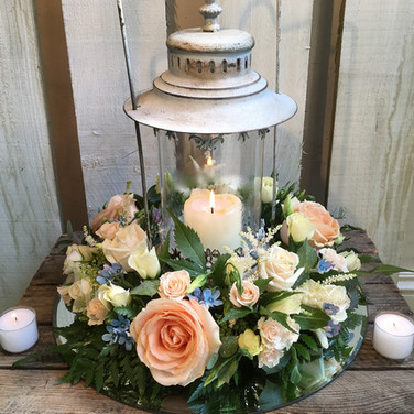 Gorgeous Lantern Wedding Table Arrangement