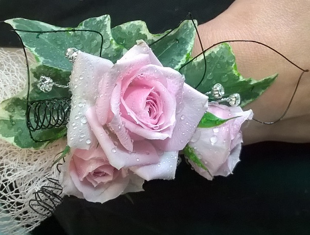 Gorgeous Rose Wrist Corsage