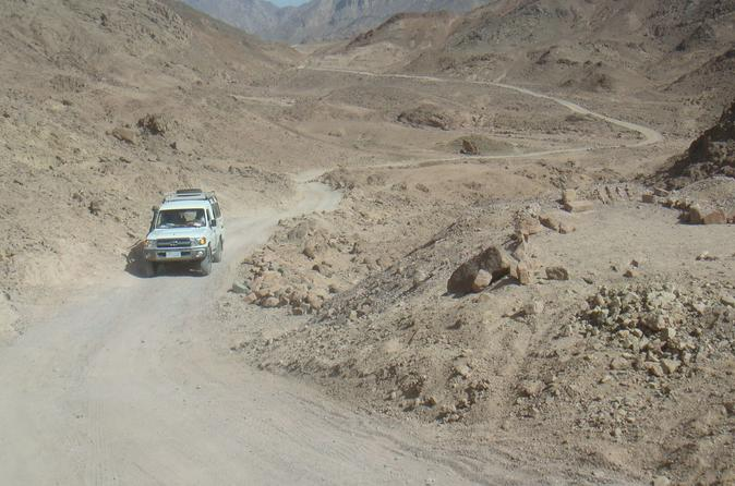 driving-out-to-the-camp-photo_995790-674