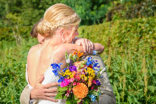 huwelijk koppel knuffel.JPG