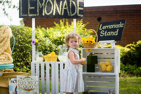 Lawrenceville GA photographer - Lovelee Photography - Lemonade Stand Mini Session