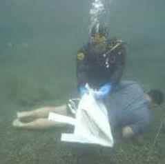 02 Cadaver bajo el agua 2.jpg