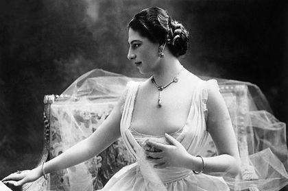 01 Mata Hari.jpg