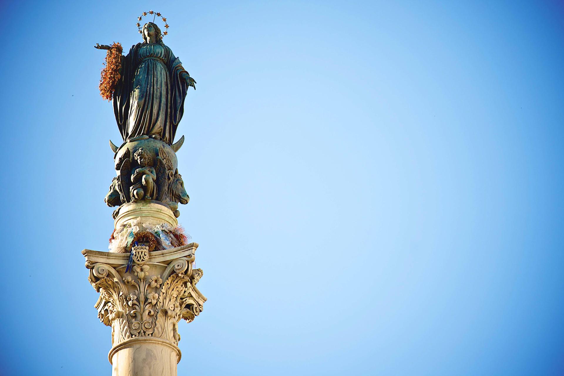 Statue of the Vergin Mary near Piazza di