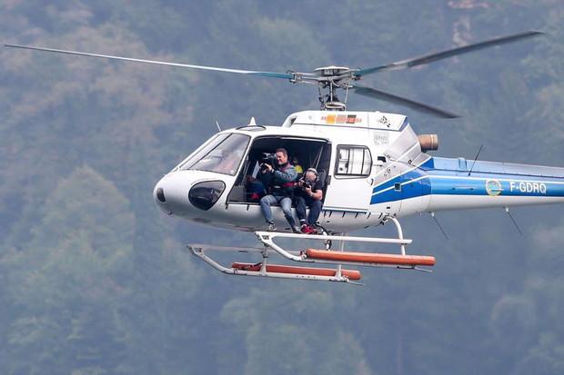Riprese dall'elicottero offshore