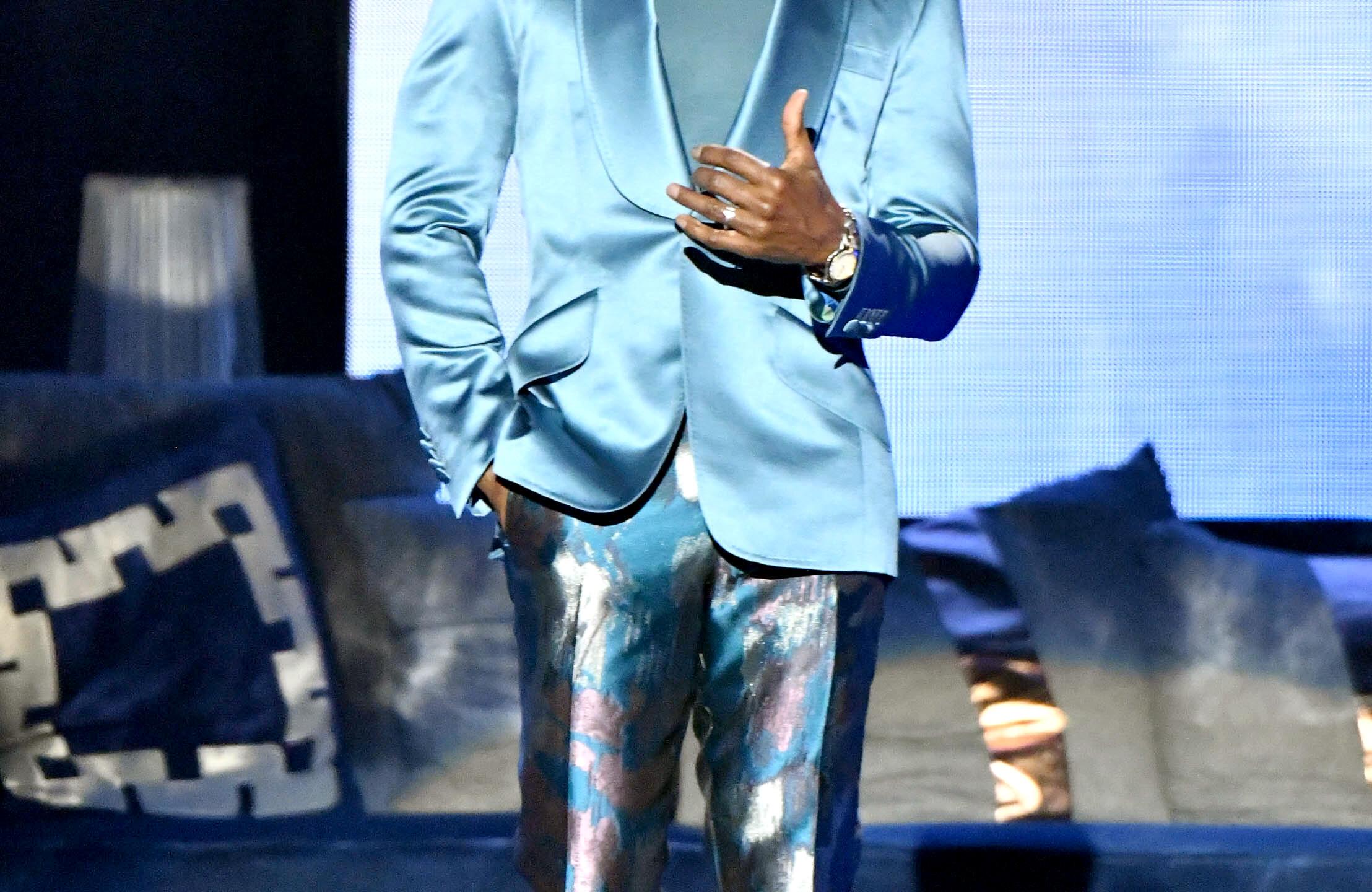 Kirk Franklin hosts_blue suit