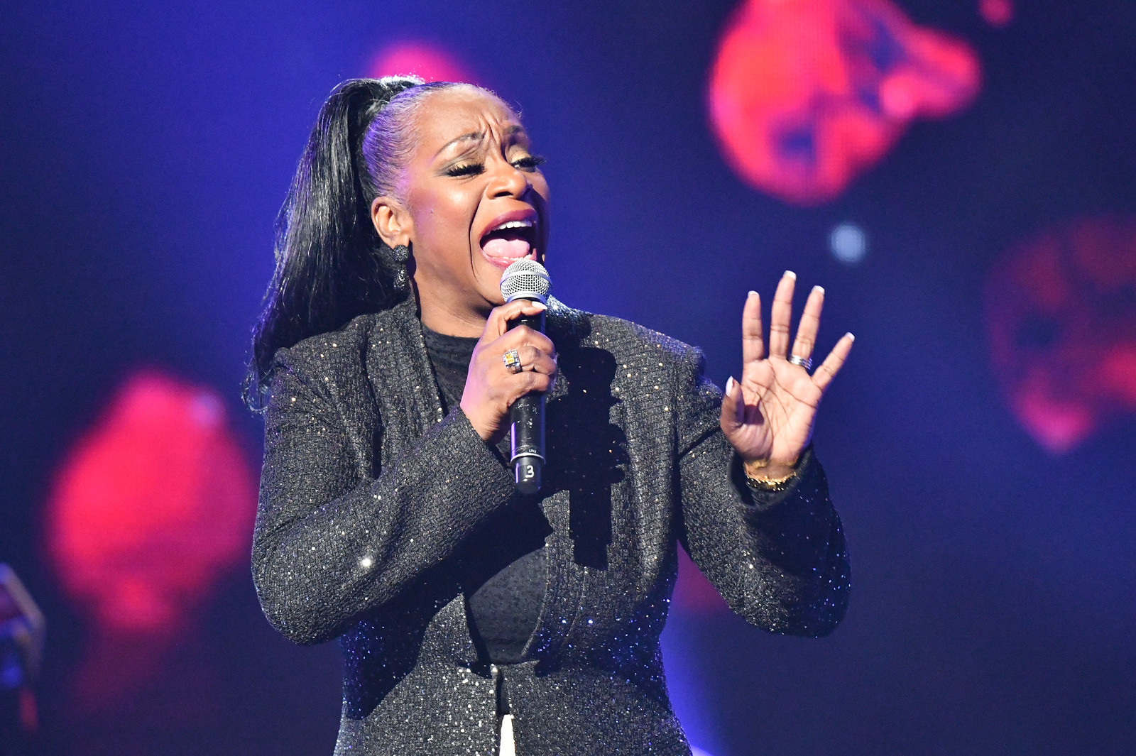 Regina Belle performs