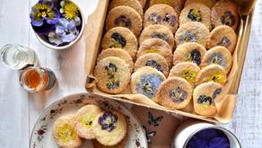 Biscotti ai fiori eduli