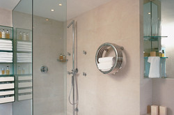 01-hot-hoop-towel-rail-radiator-in-stainless-steel-mirror-finish-in-bathroom