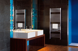 02-quadrato-towel-rail-radiator-in-stainless-steel-mirror-finish-in-bathroom