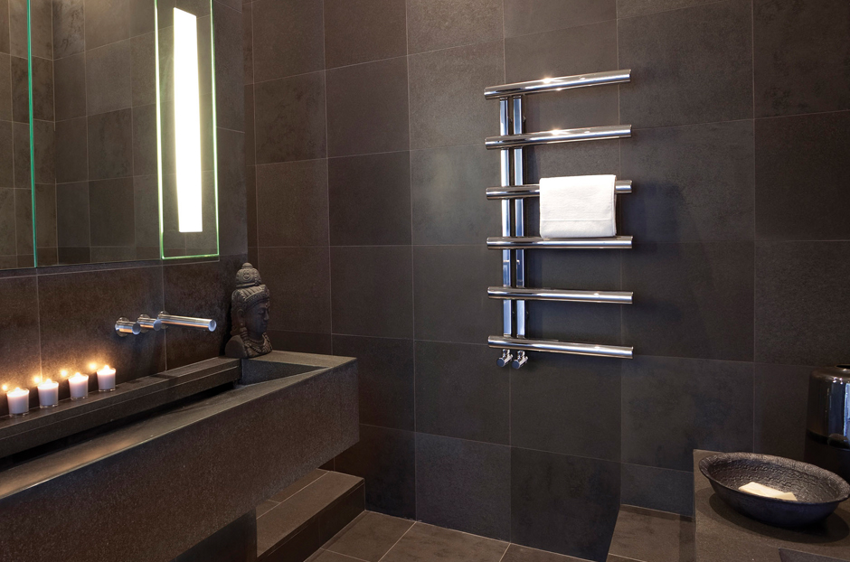 01-chime-towel-rail-radiator-in-stainless-steel-mirror-finish-in-bathroom
