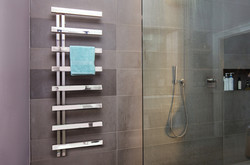 01-alban-towel-rail-radiator-in-stainless-steel-mirror-finish-in-wet-room