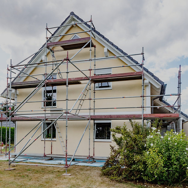 Single-family%20house%20with%20scaffoldi