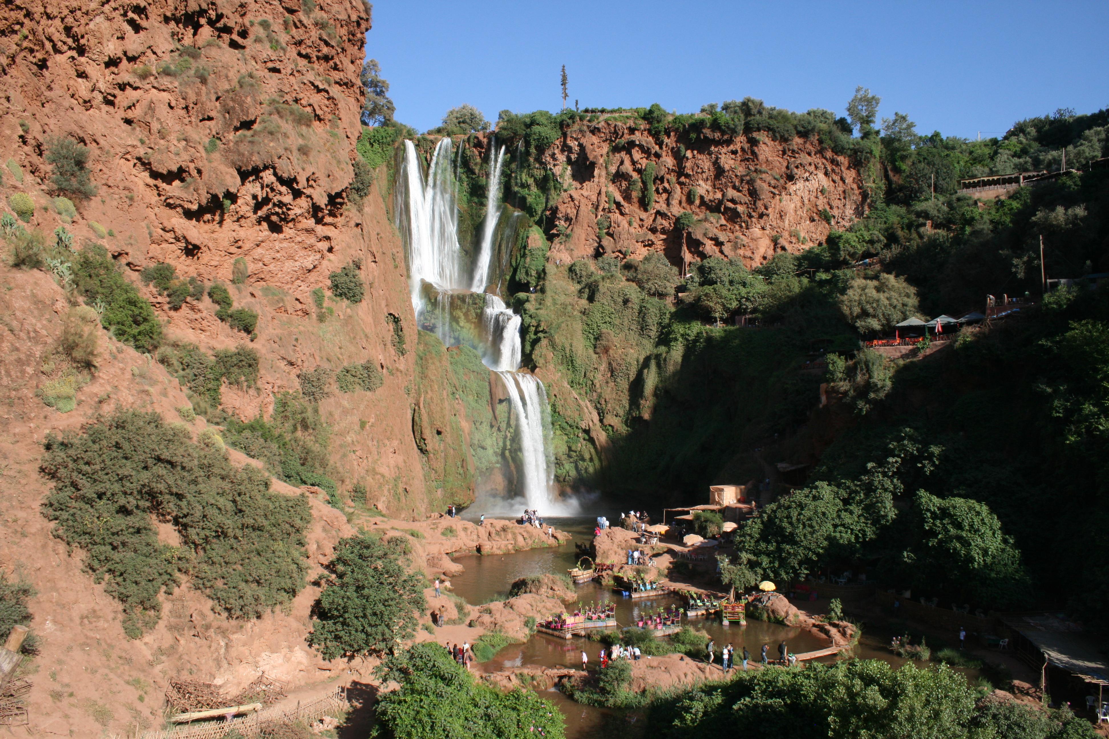 Apes & Waterfalls (4)