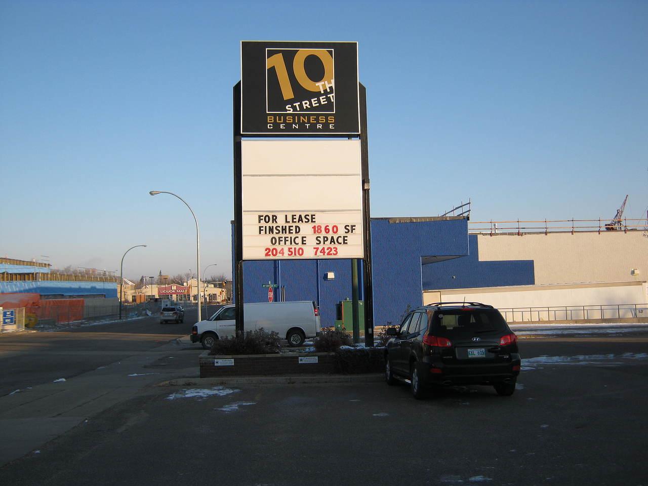 10th street business centre pylon
