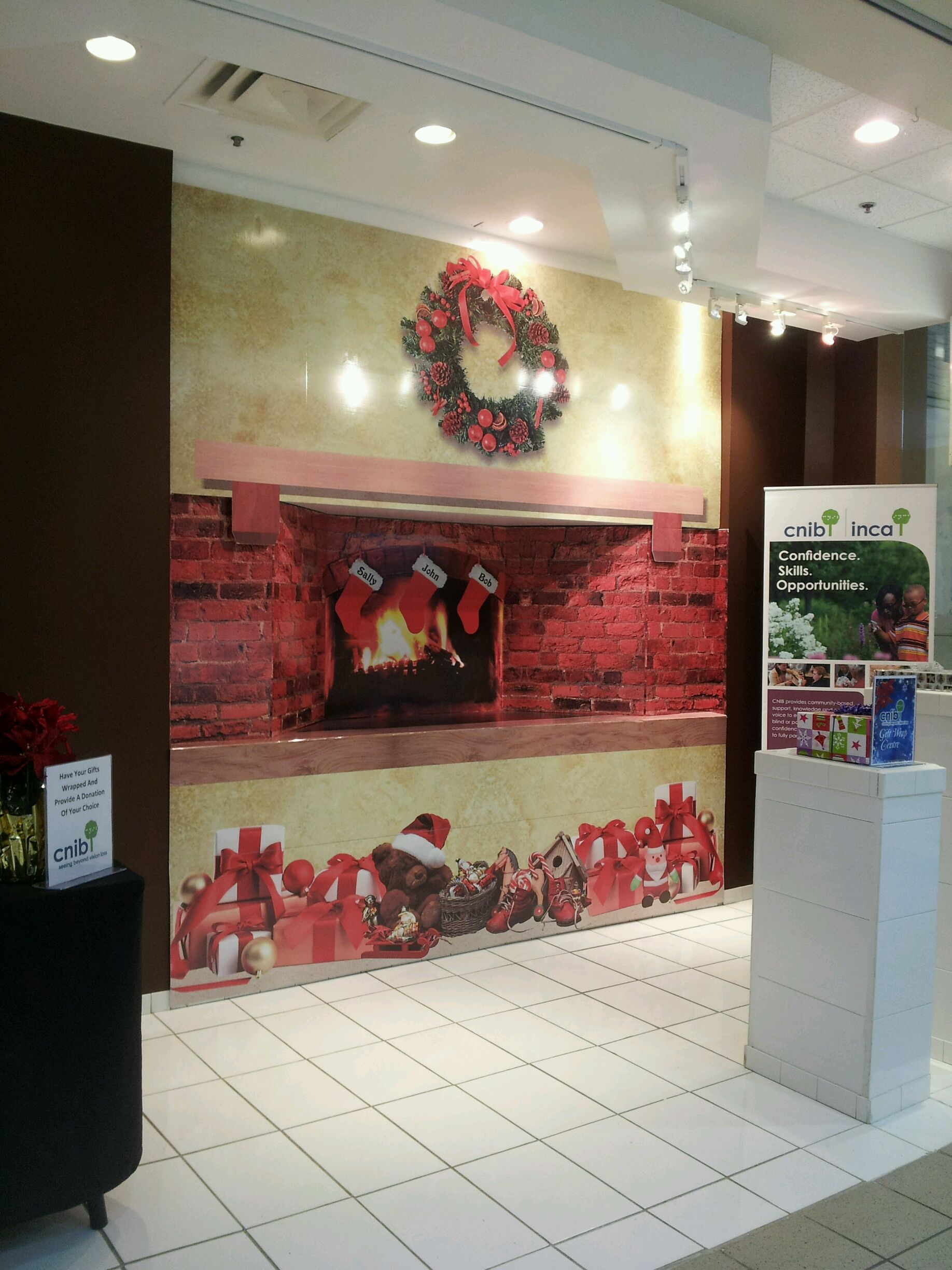 Shoppers Mall Gift Wrapping Station