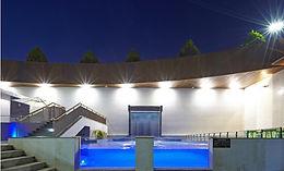 투명 수영장