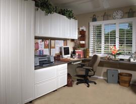 White Office in Raised Panel Left Workst