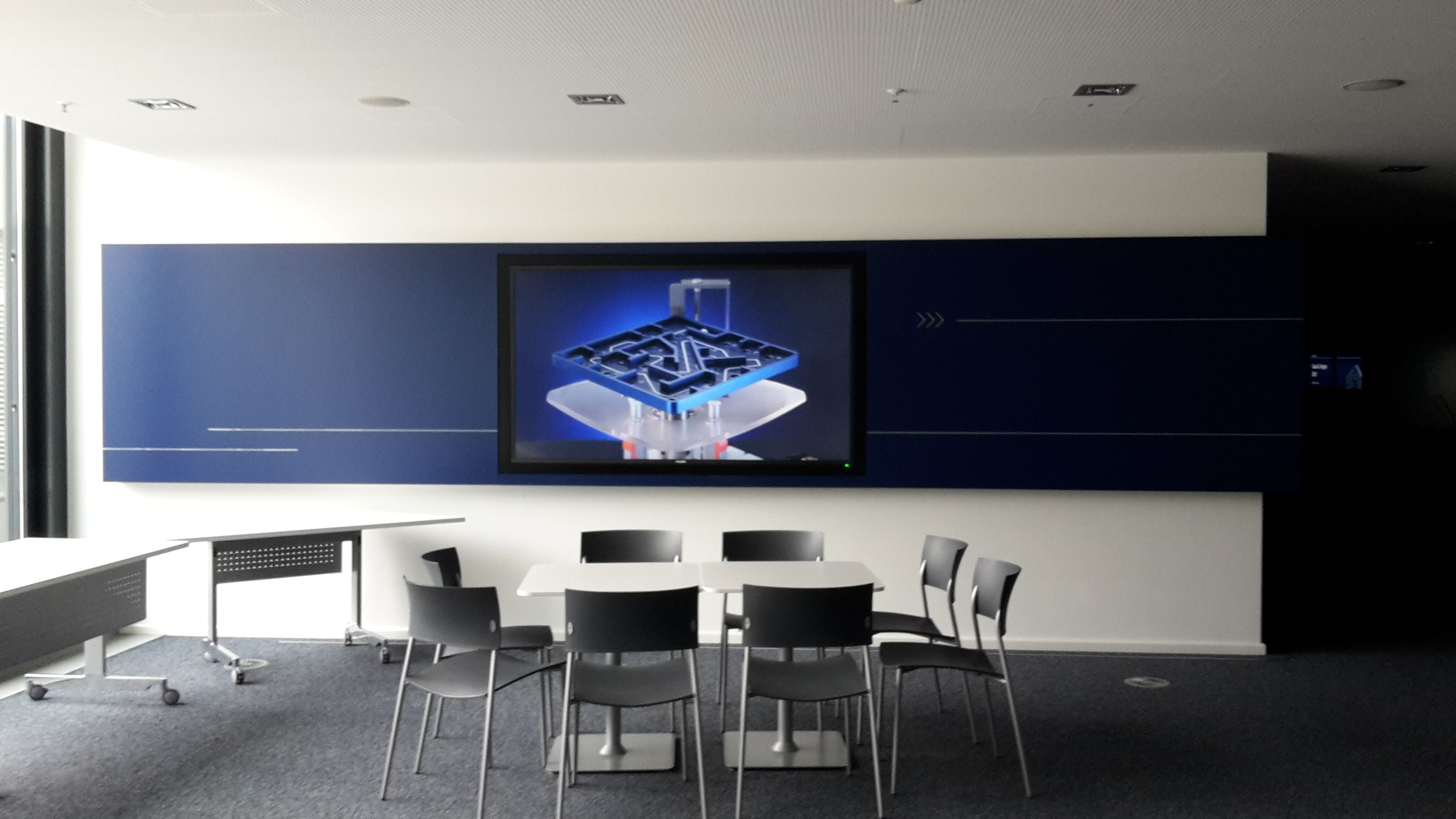 Digital Signage Display Wartebereich Stuttgart
