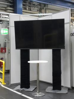 NEC Display Messe Montage Standfuß