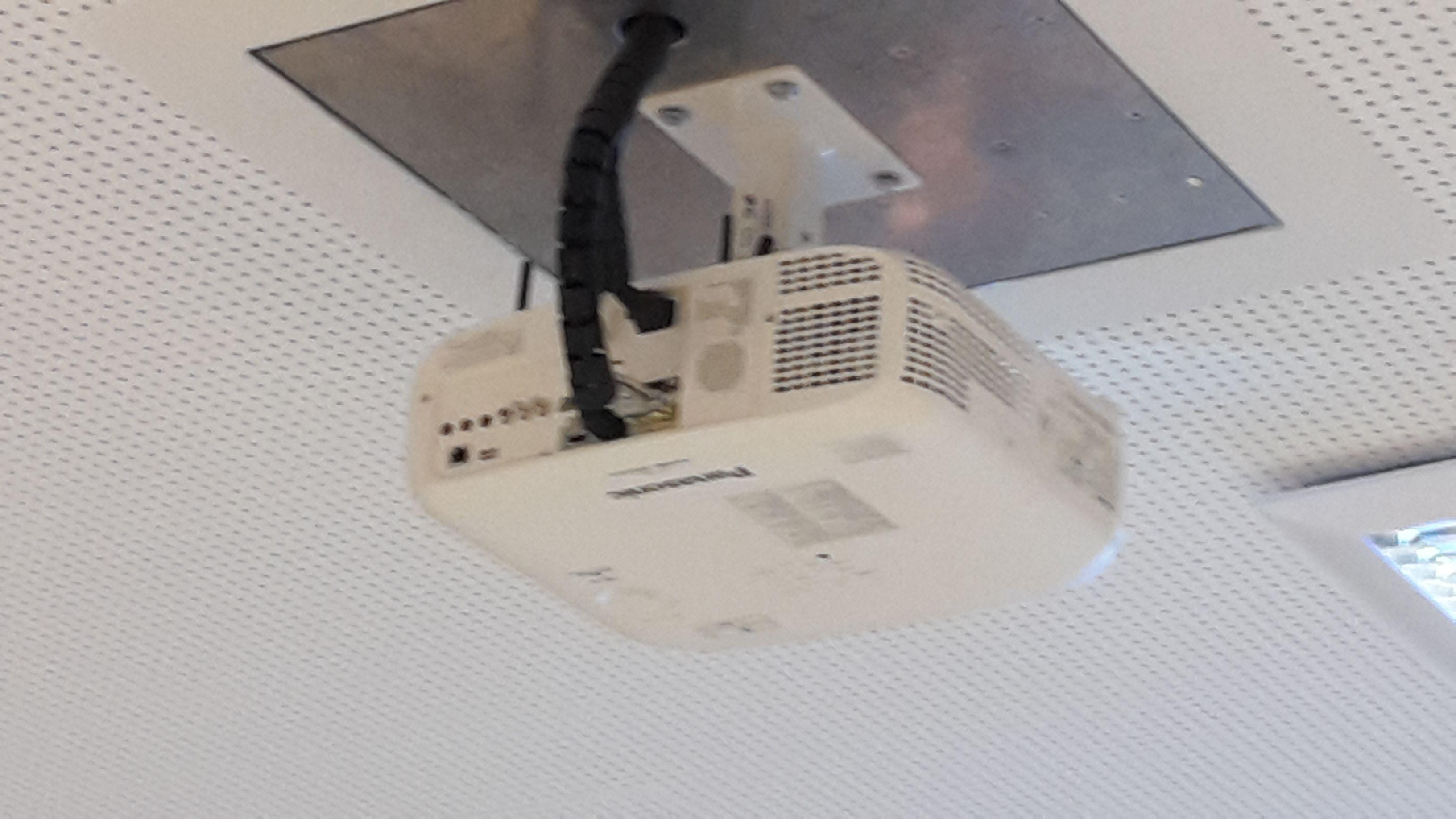 Panasonic Beamer Montage Augsburg