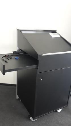 Individuell gefertigtes Technik Rack