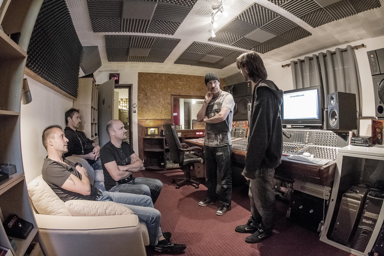 4 U2 STUDIO