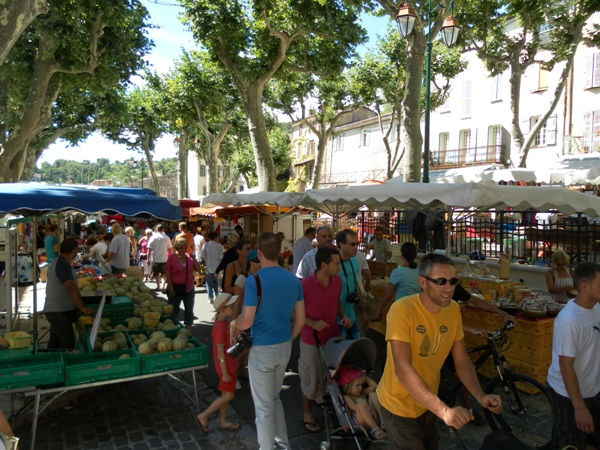 Le marché de Cotignac