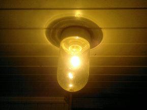 Lampe i uthus
