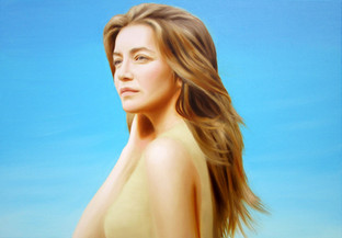 Looking at the sun | portrait of Kamilla Baar