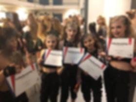 DanceWorldC_hopur_vidurk.jpg