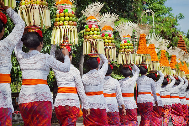 Procession of beautiful Balinese women i