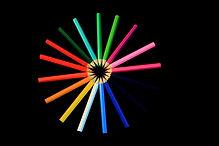 Circolo di matite colorate