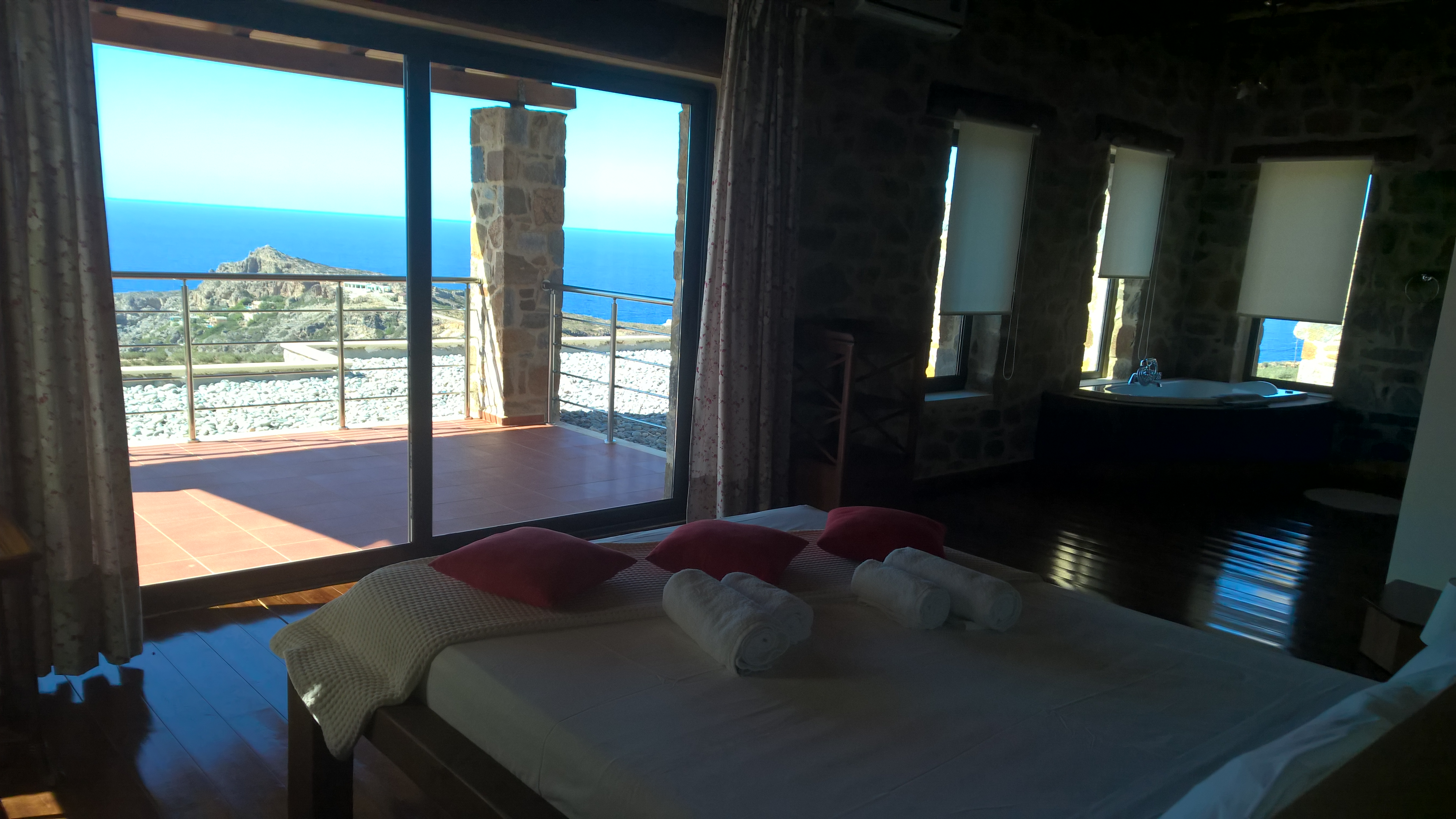 Sleeping room with sea view jacuzzi