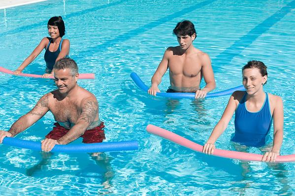 Cours d'aquagym en piscine dans le Golfe de Saint-Tropez avec Morgan natation