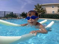 Cours de natation enfant 2-Sainte-Maxime J'accompagne vos enfants dans l'apprentissage de la natation. Une grande part est accordée à la pédagogie et au rythme de l'enfant.