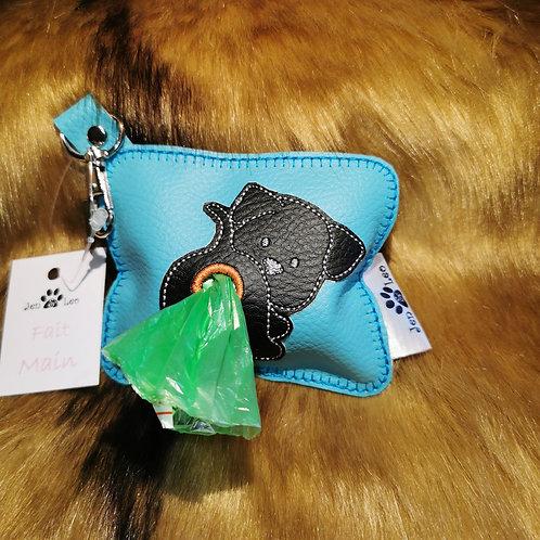 Pochette distributrice de sacs à excréments