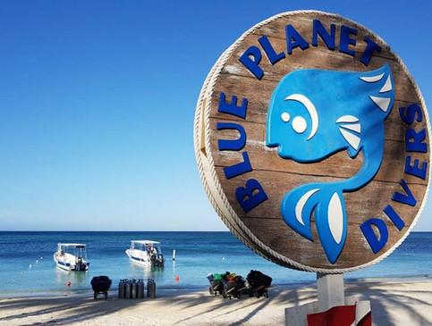 beach logo n boat.jpg