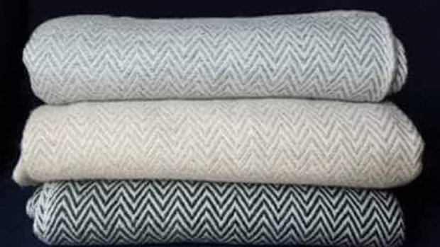 Large 100% Cashmere Scarf Silver/White Zigzag