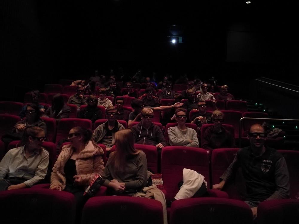 Valmiina 3D-lasit päässä katsomaan leffaa