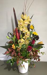 Ceramic vase arrangement