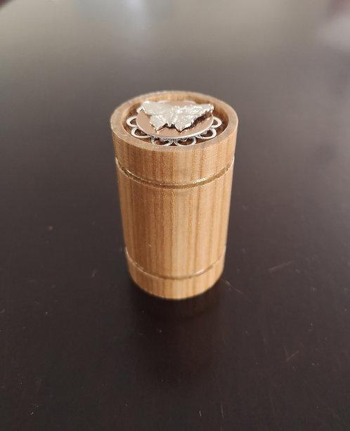 Reliquaire en bois tourné vintage Papillon a prix exclusif