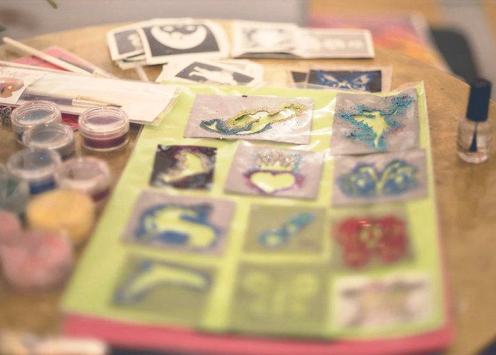Glitzertattoo, Glitzer-Tattoos, Kinderbetreuung Heilbronn, Kinderprogramm Heilbronn, Kinderprogramm für Hochzeit, Kinderprogramm für Feier