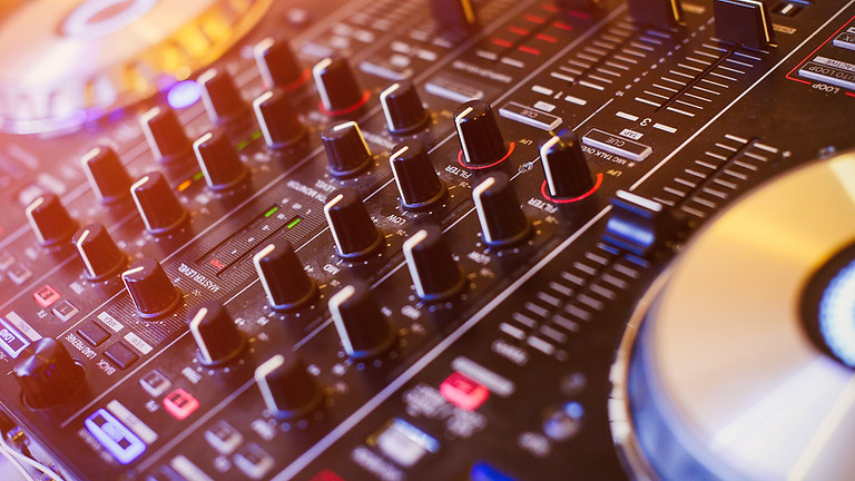 Live music with DJ SDOT