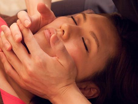 肌トラブルと小顔に効果的な顔の深層筋への施術!