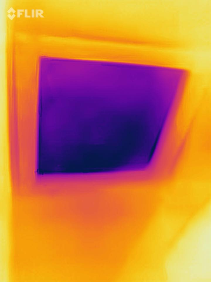 Thermal photo of an attic hatch with no insulation.