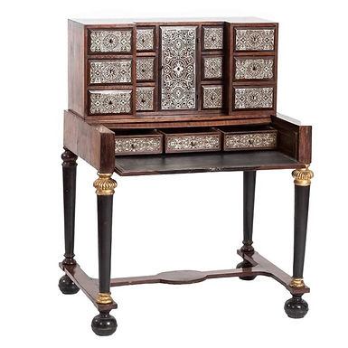 18th Century Chest of Drawers in Walnut